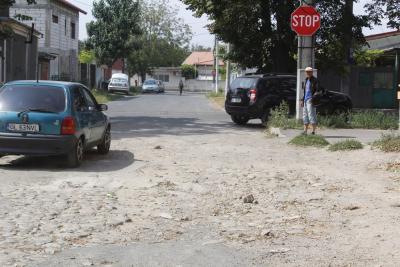Uliţele Galaţiului: strada Dochiei, plină de gropi şi uitată de autorităţi