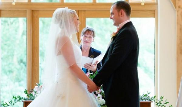 Turism matrimonial: Cum să devii doamna Schmidt în trei zile