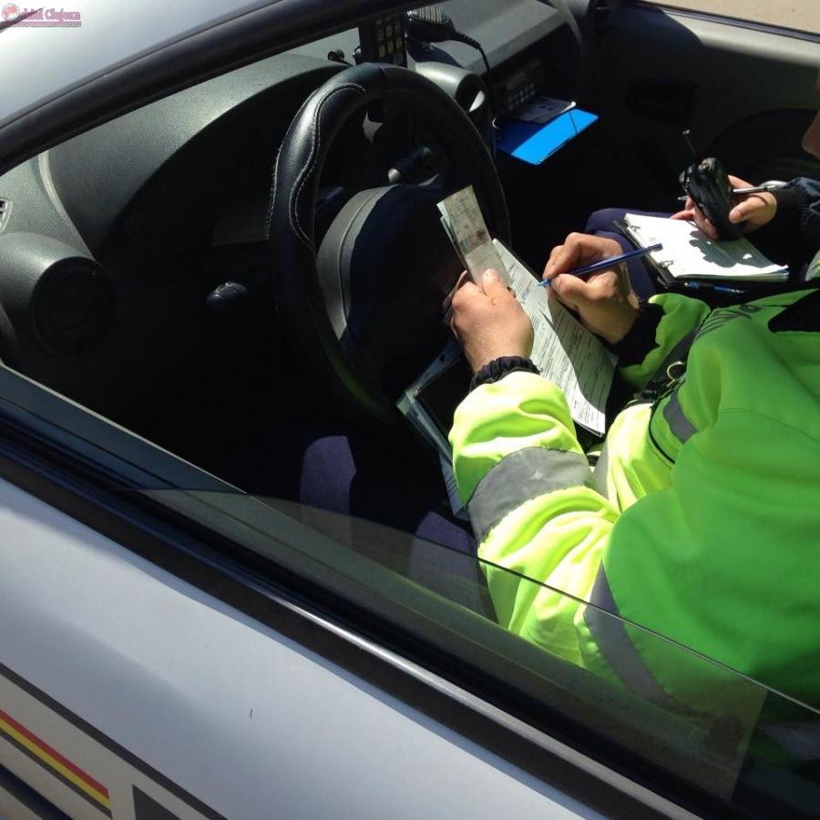 Ce RISCAŢI dacă vă urcaţi la volan FĂRĂ permis de conducere