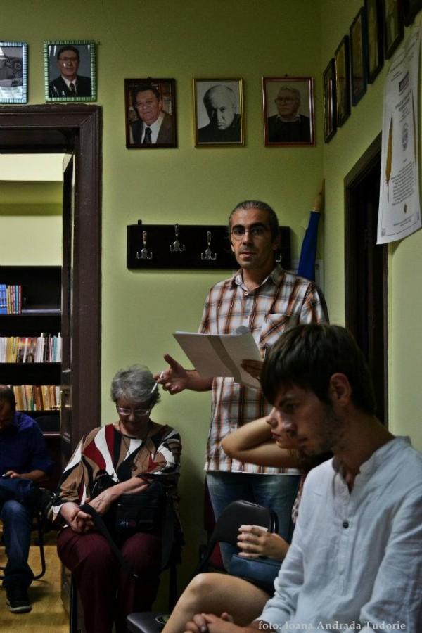 Cronică de cenaclu: Pe banda lui Miclescu